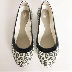 Iconic Crocs Lina Leopard Print Flats. 8.